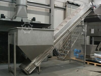 Stainless steel hopper with conveyor