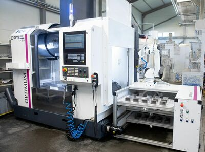 CNC machining center with robocell