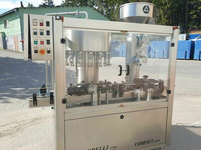 Automatic filling and closing monoblock