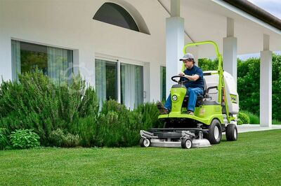Outfront mowers with collection