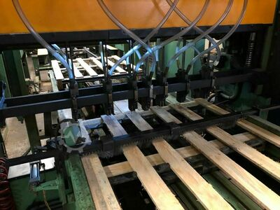 Pallet nailing line