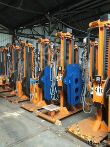 tilting lifting tiltable