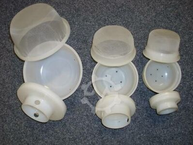 41 cheese moulds and lids with net
