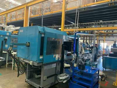 INJECTION MOLDING MACHINE 230 TONS