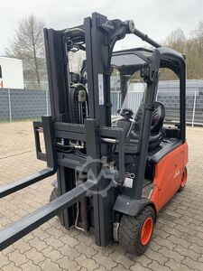 Electric 4-wheel forklift