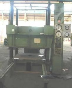 4-Column Press Dieffenbacher, 300 Ton