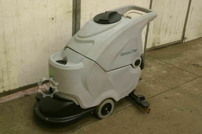 Scrubber dryer with new battery