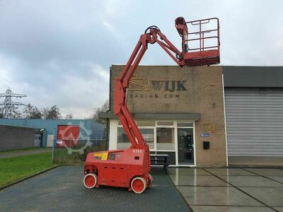Articulated boom lift