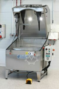 Combined spray cleaning system