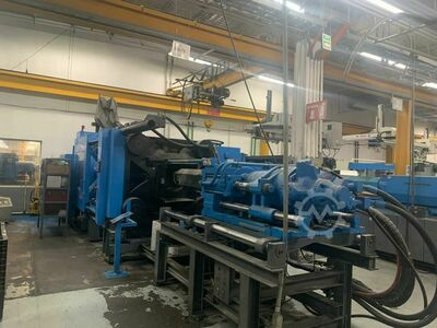 INJECTION MOLDING MACHINE 850 TONS