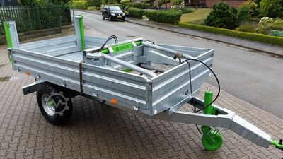Agricultural transport and handling machine