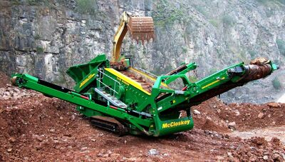 Mobile coarse screening plant of piece of