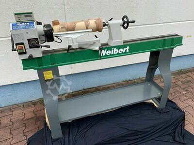 Woodturning machine