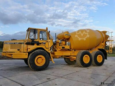 Volvo A25 - LIEBHERR 9M3 MIXER Top condition