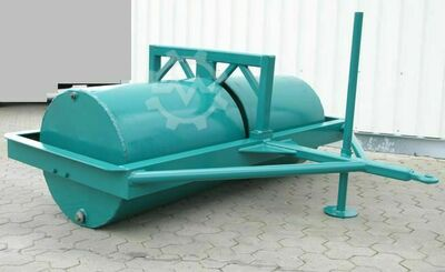 Meadow roller for hill bed