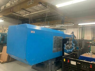 INJECTION MOLDING MACHINE 335 TONS