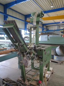 Dowel inserting machine