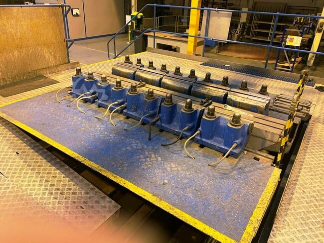 ERCO BERRY Stretch Former. With Sectionalised Tooling. Table size 96