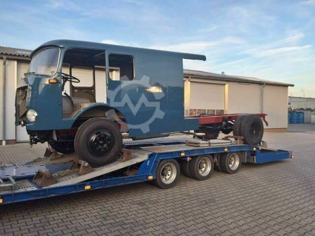 Mercedes-Benz LP710/32 LF16V LP710/32, Autotransporter