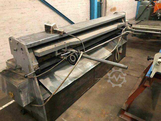 EDWARDS Truecut 2500mm x 3.25mm Guillotine / Shearing Machine