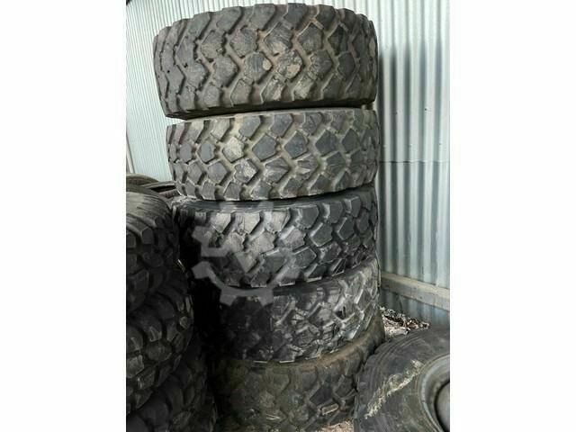 Sonstige/Other Michelin 6x 355/80R20 INCL STEEL RIM (8 BOLTS