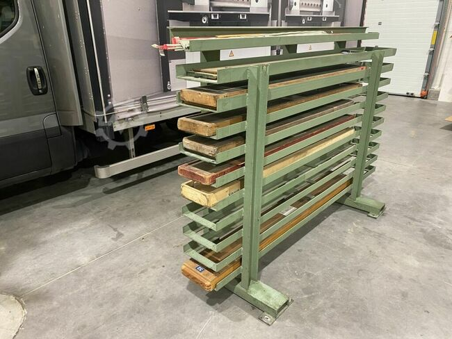 Rack for bookbinding knives for guillotines