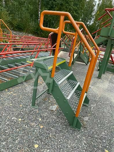 Steel stairs with platform